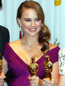 Natalie Portman with the Oscar statue. Photo Credit: US Army